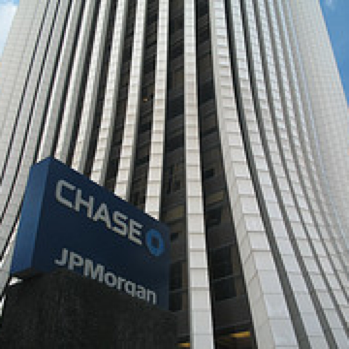 JPMorgan Chase Employee Accused Of Stealing $100,000 From Customer