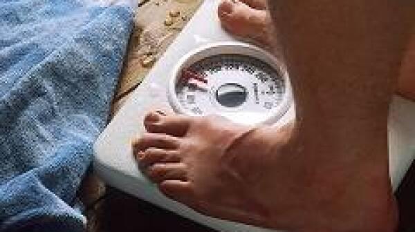 Feet_on_scale_fad_diet