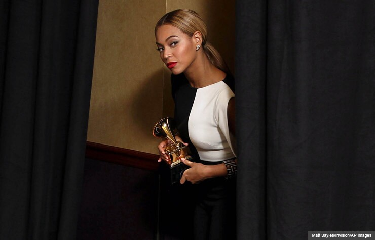 Beyoncé backstage at the 2013 Grammys