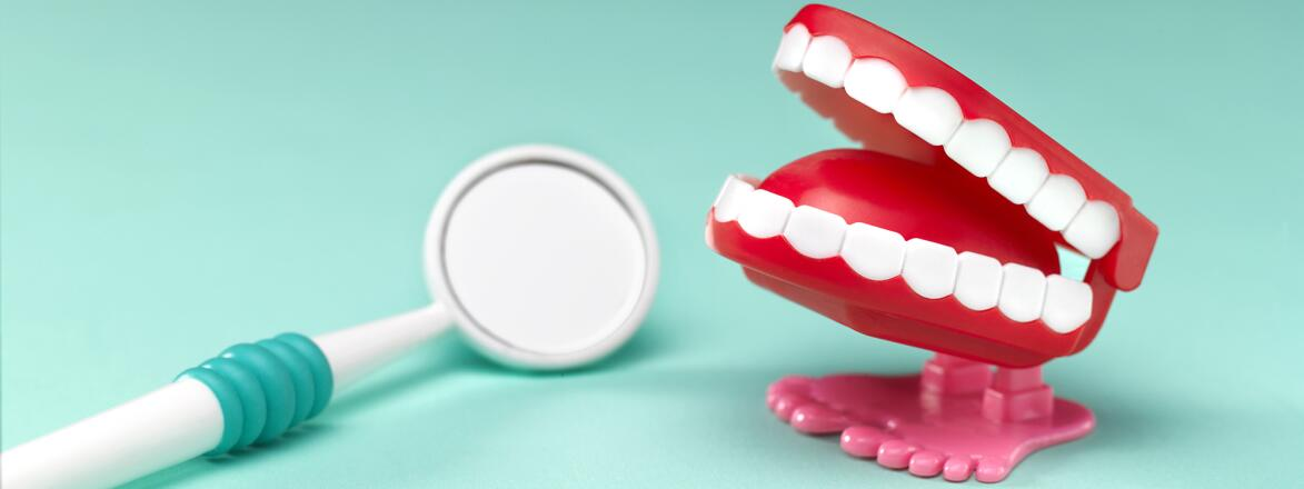 chatter teeth with dentist's mirror