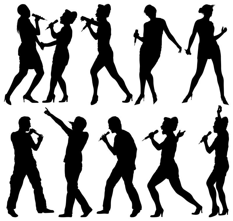 Mujeres y hombres cantando