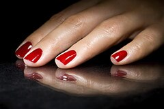 240-red-nails-gel-manicure-risk-cancer