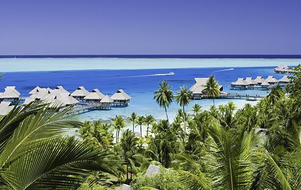 French Polynesia, Beach resorts in Bora Bora