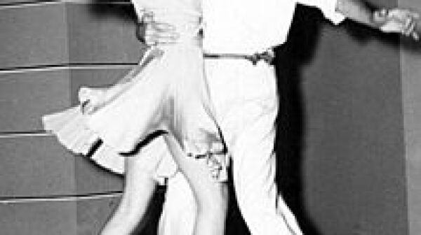 220px-Astaire-Hayworth-dancing