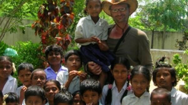 volunteer-with-kids-in-india