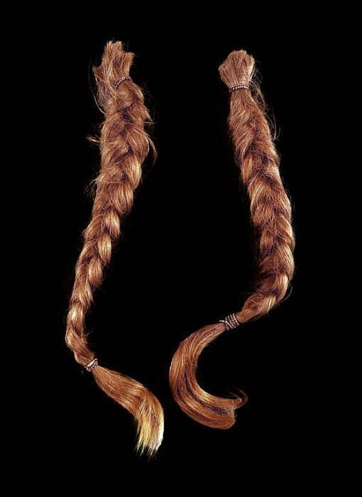 willie-braids-black-bkgrnd-guernseys