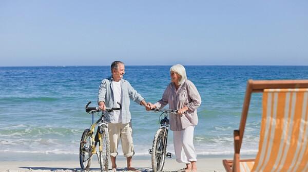 older-couple-beach-brain-health