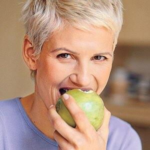 eating-apple-m
