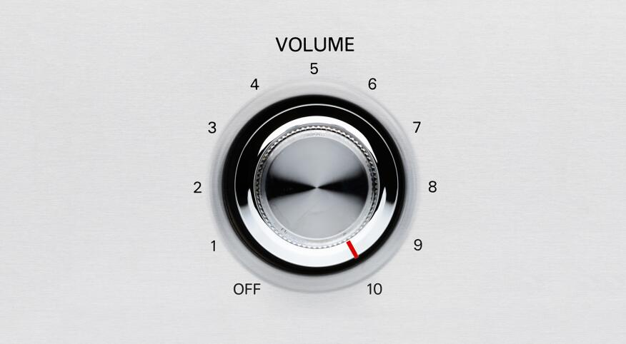 Adjustable volume knob with values ranging from off to 10
