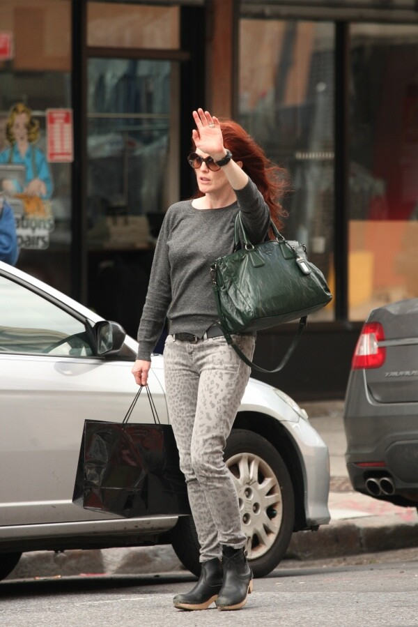 julianne-moore-current-elliott-leopard-21
