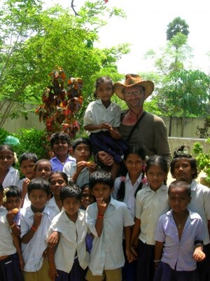 volunteer-with-kids-in-india