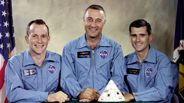 750px-Apollo_1_Prime_Crew_-_GPN-2000-001159