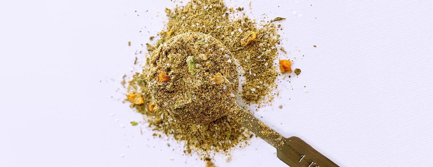 image_of_spices_in_spoon_v2_1800.jpg