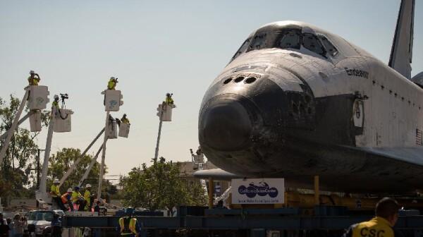 Shuttle Endeavor in Los Angeles
