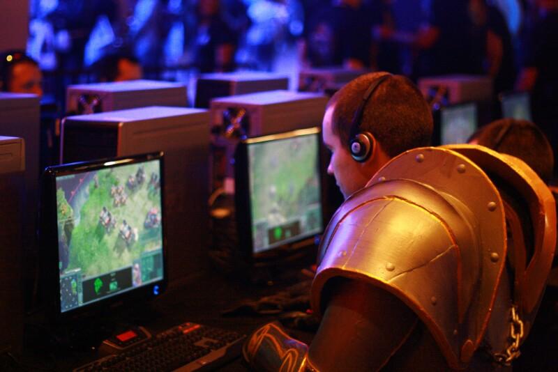 Playing Starcraft 2