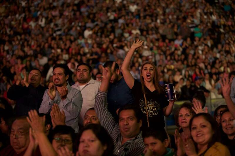 público en el concierto de despedida de Vicente Fernández