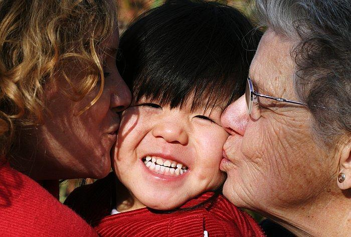 Multi-generational family kissing