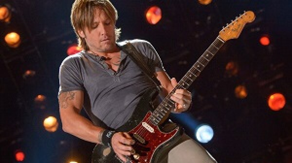 """CMA MUSIC FESTIVAL: COUNTRY'S NIGHT TO ROCK - The summer's hottest television music event, """"CMA Music Festival: Country's Night to Rock,"""" airs on MONDAY, AUGUST 12 (8:00-11:00 p.m., ET) on the ABC Television Network. (ABC/Jon LeMay)KEITH URBAN"""