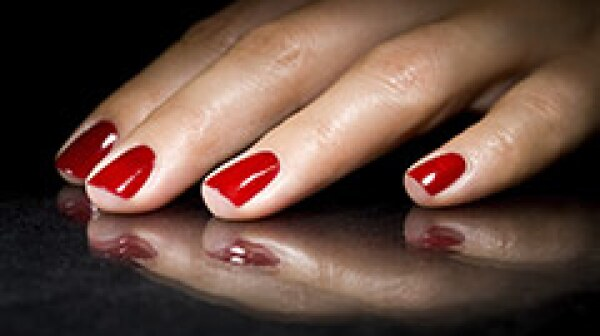 240-red-nails-gel-manicure-risk-cancer