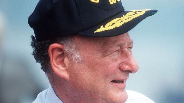 600px-Edward_Koch_at_commissioning_of_USS_Lake_Champlain_(CG-57)_cropped