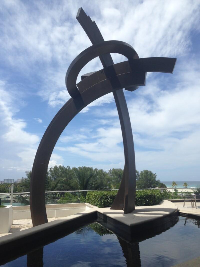 Escultura de Guy Dill - Mr Collins Restaurant