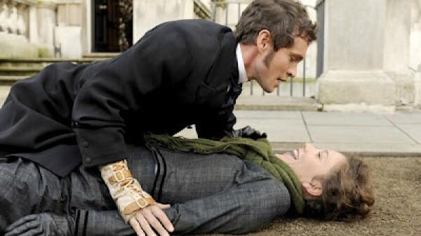 hysteria-movie-image-hugh-dancy-maggie-gyllenhaal-011
