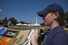 240-AIDS-memorial-quilt-returns-national-mall
