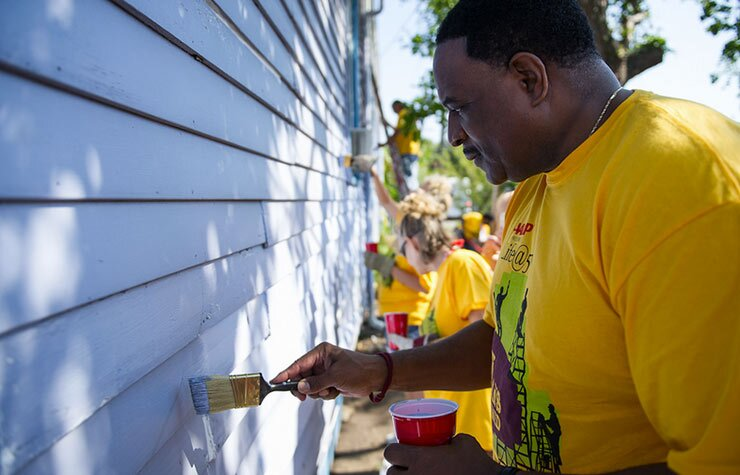 740-aarp-volunteers-new-orleans-2012