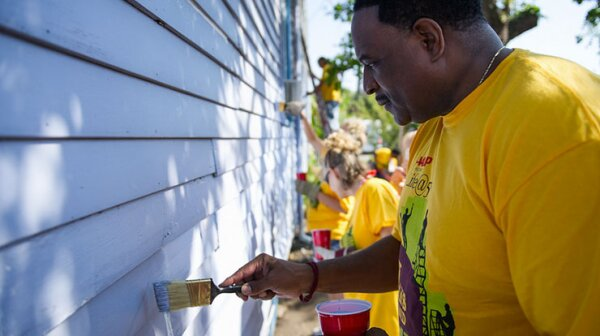 740-aarp-volunteers-new-orleans-2012