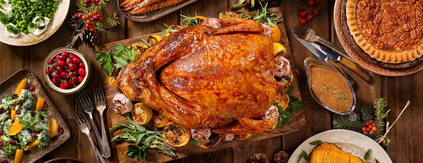 image_of_thanksgiving_turkey_dinner_spread_GettyImages-836012728_1540v2.jpg