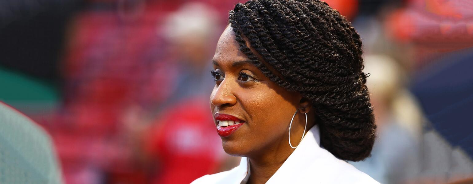 Healing_the_emotional_fallout_From_hair_loss_photo_of_Rep_Ayanna_Pressley_GettyImages-1032996936_1540