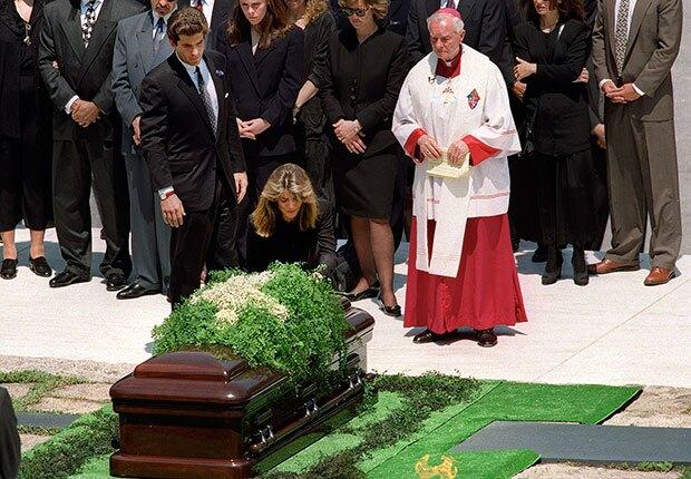 620-jackie-kennedy-onassis-john-funeral-arlington-cemetery