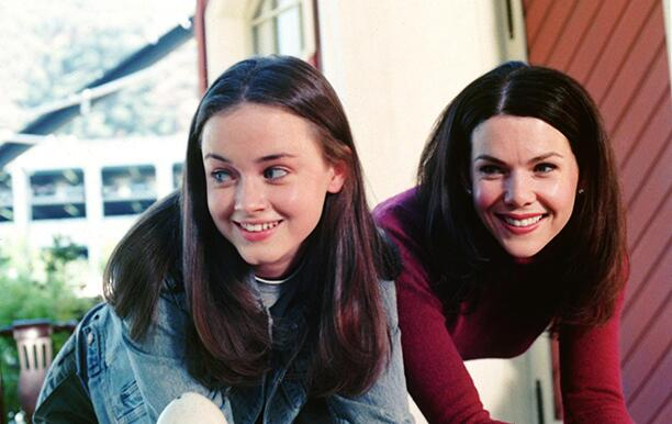 Film Still / Publicity Stills from Gilmore Girls (Episode: Love and War and Snow) Alexis Bledel, Lauren Graham  2000 Photo Credit: Scott Humbert    File Reference # 30846559THA  For Editorial Use Only -  All Rights Reserved