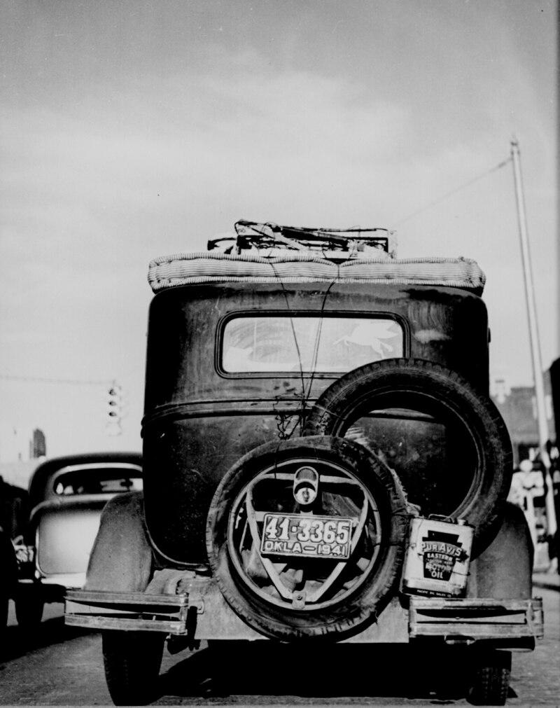 Okie_car_rear_view_1941