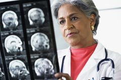 240-alzheimers-detection-improves-but-treatment-does-not