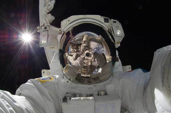 astronaut-selfportrait-nasa-comp