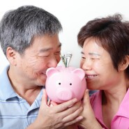Kissing piggy bank