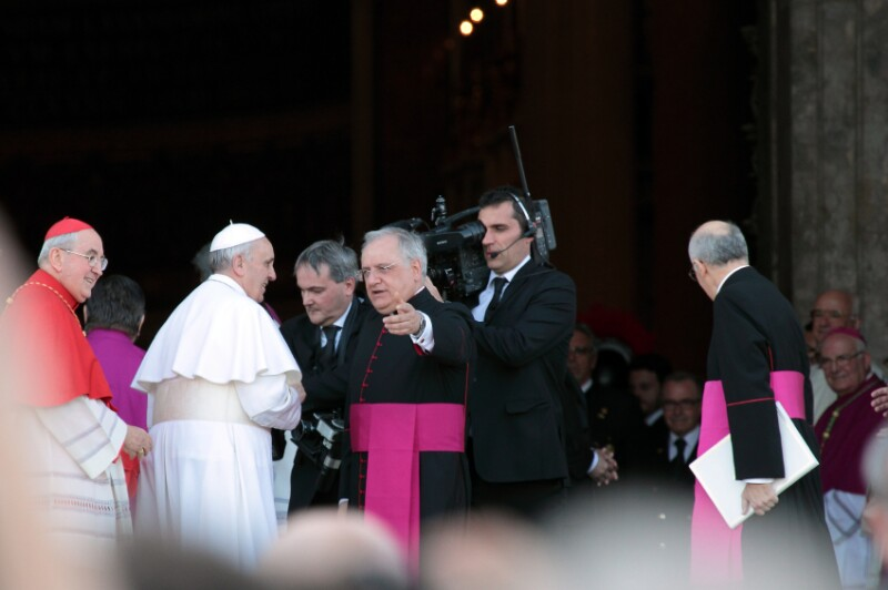 The arrival of Pope Francis at St. John for the settlement