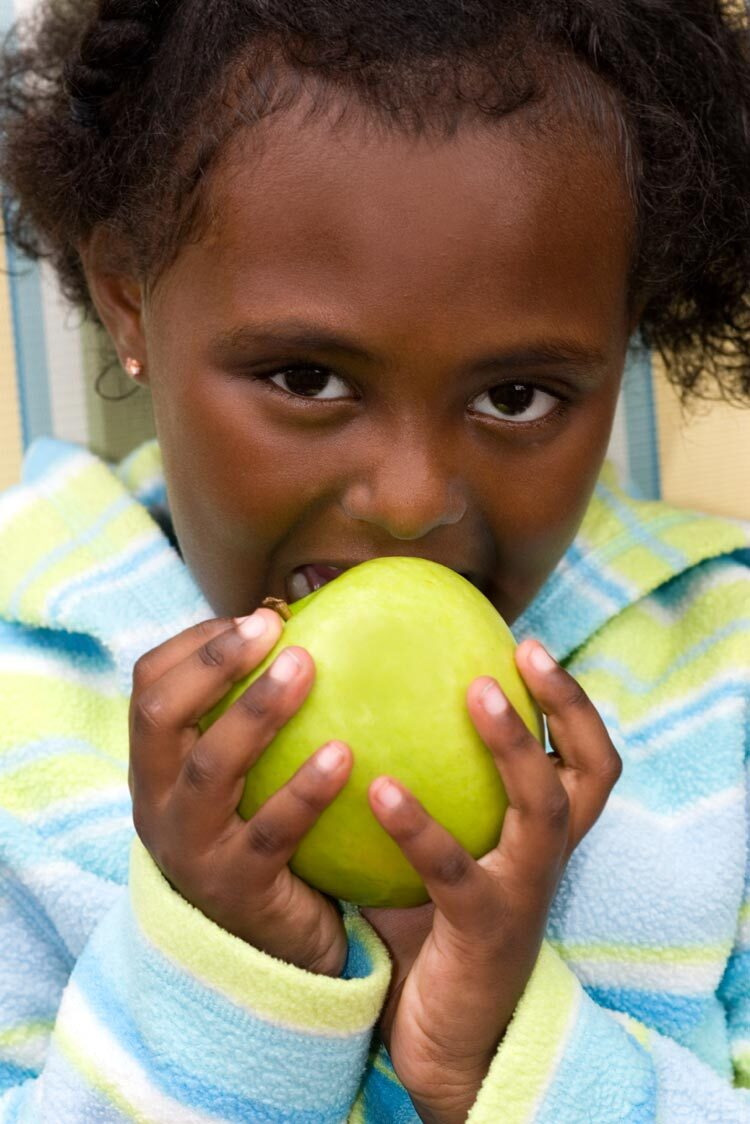 girl-apple-iStock_000017385990Medium