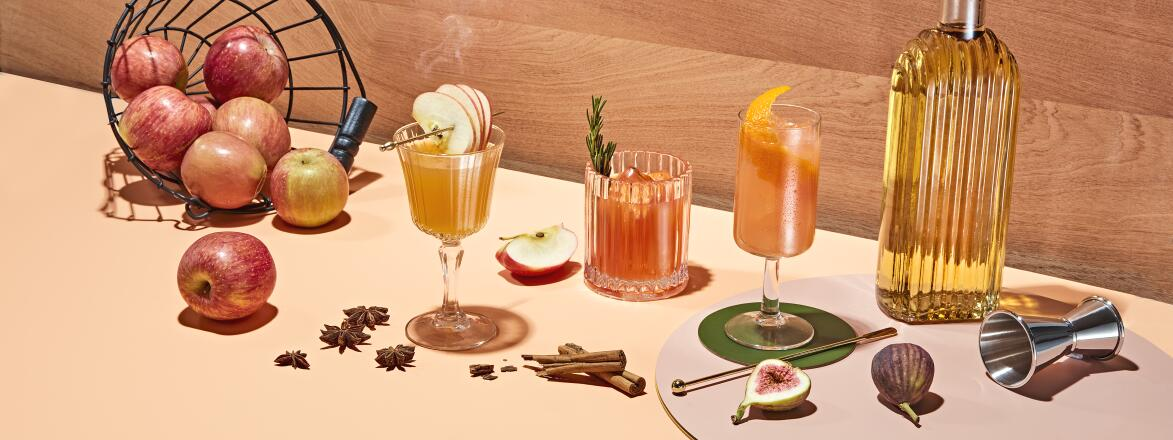 photo of apple cocktails and some ingredients