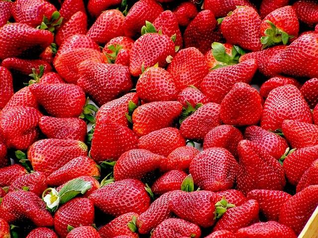 strawberries-99551_640