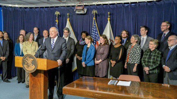 Governor Quinn Signs Law to Provide Secure Retirement Option for Workers Across Illinois