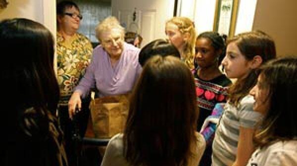 300-elderly-food-aid