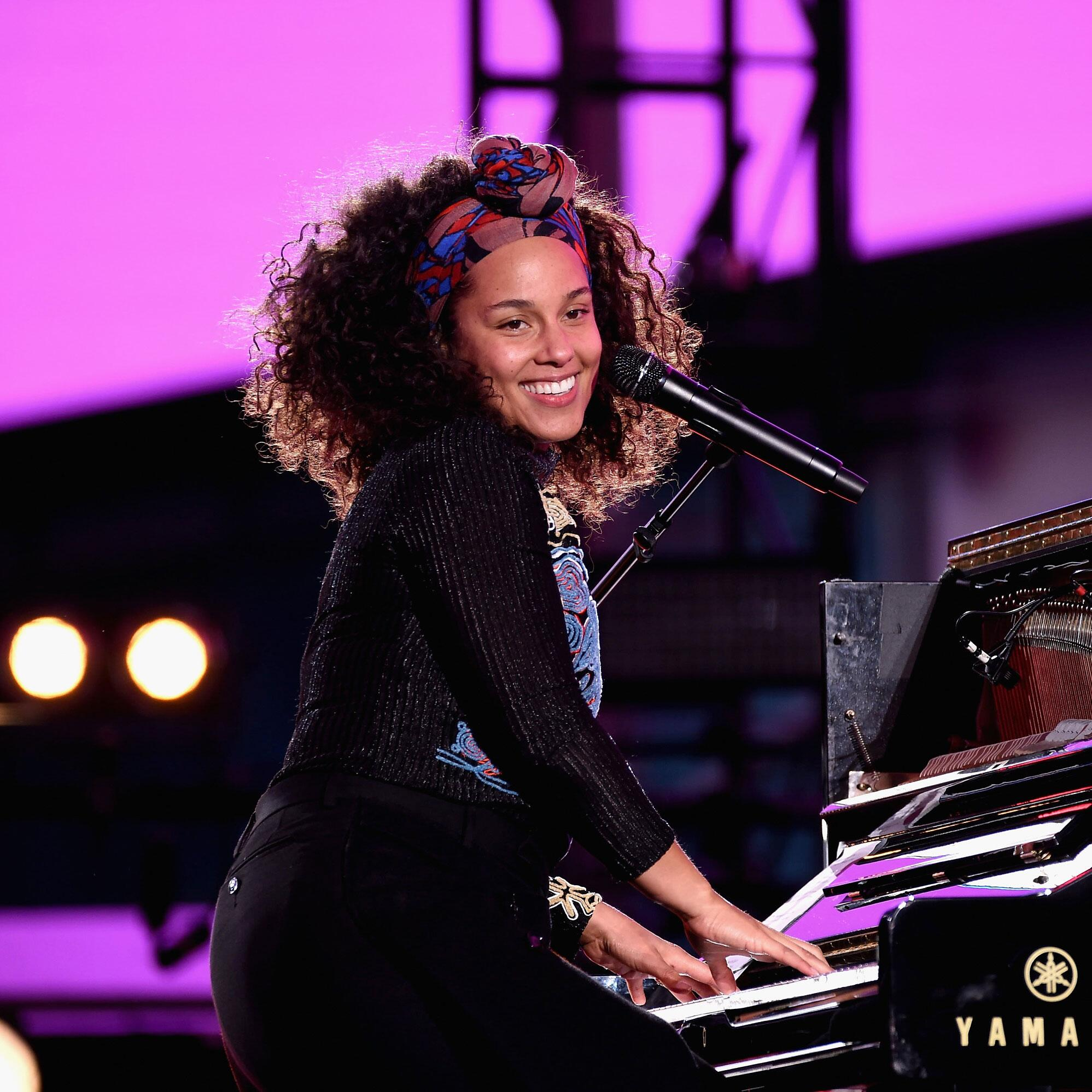 Alicia Keys Portrait of her playing piano