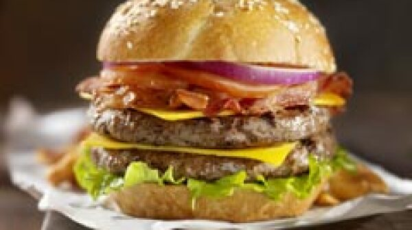 240-bacon-double-cheeseburger-nine-unhealthiest-restaurant-meals