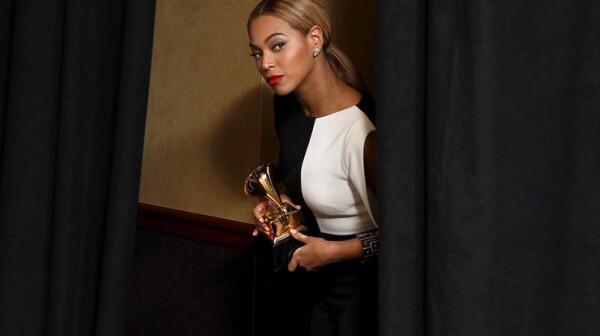 Beyoncé backstage at the 2013 Grammys