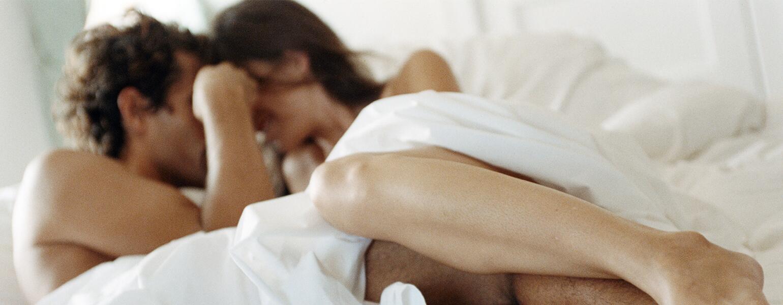 AARP, the girlfriend, men, sex, 40s, tips, foreplay, romance, flowers, bath