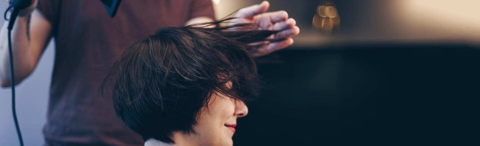 Breaking_up_with_my_Hairdresser_woman_getting_a_haircut_offset_801394_1540