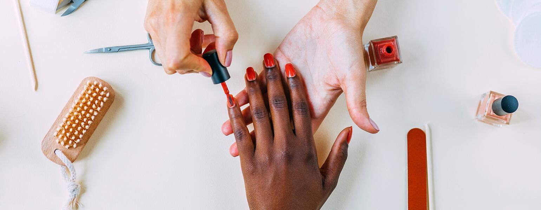 image_of_hands_and_fingernails_being_painted_Stocksy_txp84de145e1gX200_OriginalDelivery_2702612_1540.jpg