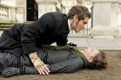 hysteria-movie-image-hugh-dancy-maggie-gyllenhaal-011